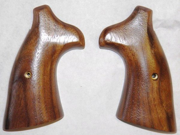 SMITH & WESSON K FRAME SQUARE BUTT WALNUT GRIPS - Triple K